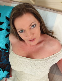 Hot British MILF showing off her rocking body