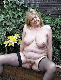 Gigapron mature anal porn