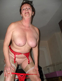 mature mom nude