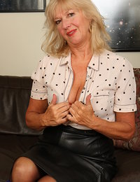 Horny mature lady getting wet and wild