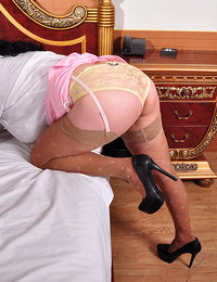 Hairy Latin mature lady getting wet